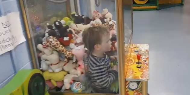 """My claw machine hell"""